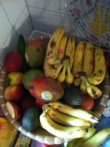 Obstkorb mit reifem Obst